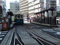 長崎の街並みと路面電車